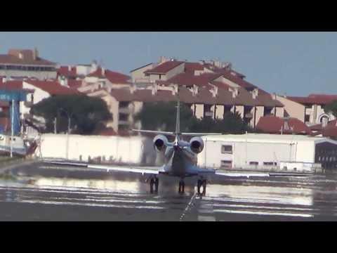 Gulfstream G150 (EC-KTV) despegue pista 22 (LESO)