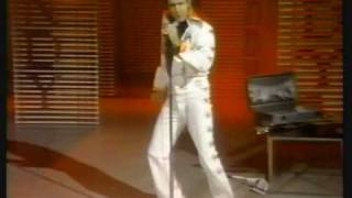 Andy Kaufman becomes Elvis