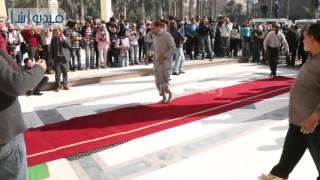 بالفيديو: السجادة الحمراء وباقة ورد في جنازة هيكل