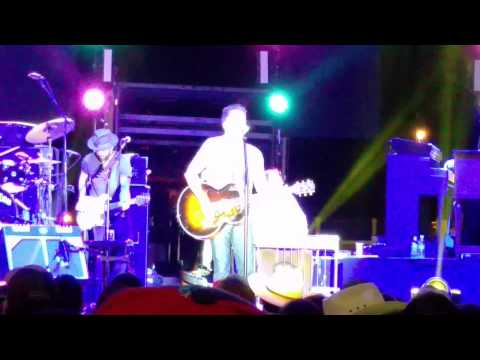 Gary Allan - MESS ME UP - Mercedes, Tx March 13,2015 (with the band)