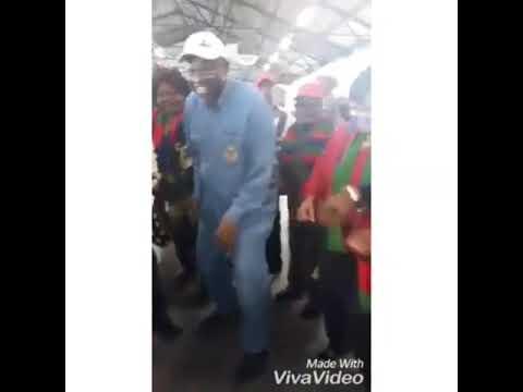 Namibian president dancing to Destruction Boys Omunye