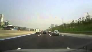 ГАИ Грузовик откусил пол машины ДПС(