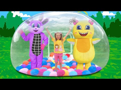 Sasha Play With Giant Inflatable Bubble Playhouse For Kids