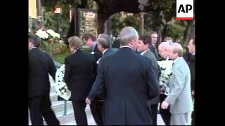USA: LOS ANGELES: PRIVATE VIGIL HELD FOR FRANK SINATRA UPDATE