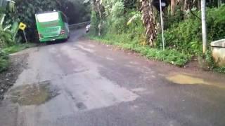 Download Video Bus salah jalan masuk jalur tanjakan ekstrim MP3 3GP MP4