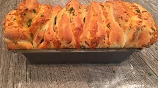 Bridgford Cheesy Garlic Pull-Apart Loaf