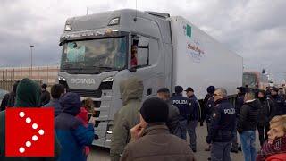 Rivolta del latte, nuovi blocchi a Porto Torres: i pastori controllano i tir in arrivo al porto