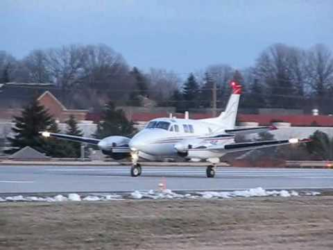 Buttonville Airport (CYKZ) - Airplanes Everywhere! #1
