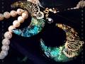 レジン 蛍石のような輝きを 月に微睡む蝶のネックレス
