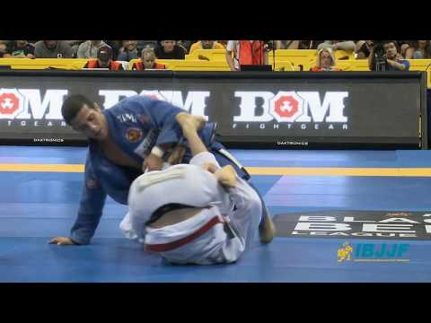 "Augusto Mendes ""Tanquinho"" vs Rafael Mendes 2013 Worlds BJJ Black Belt Final - Feather Weight"