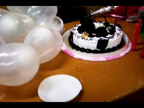 Bánh sinh nhật và cô chủ nhiệm