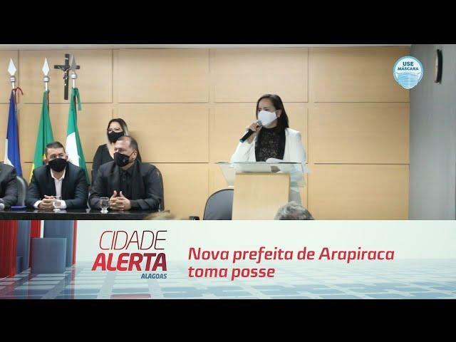 Nova prefeita de Arapiraca toma posse