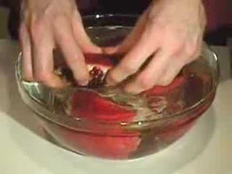 how to properly cut pomegranate