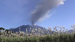 أندونيسا: إغلاق خمسة مطارات بسبب ثوران بركان راونغ   10-7-2015
