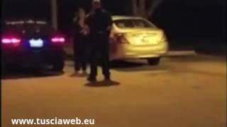 Si rifiuta di smettere  di giocare a Pokémon Go, poliziotto gli spara con un taser
