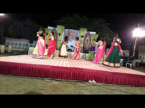 Mehndi hai Rachne wali | Jhallah wallah | Sangeet Dance Performance