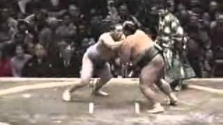 1er jour de l'Hatsu 2001 : premier combat en division Makuuchi du f...