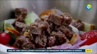 Сегодня на завтрак: Салат с колбасками-гриль.
