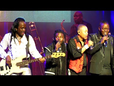 EARTH WIND & FIRE - THAT'S THE WAY OF THE WORLD - live in Montreal 2014 (HD)