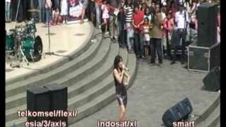 Download Video CINTA LAURA - YOU SAY AQ live from Ciwalk Bandung MP3 3GP MP4
