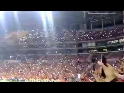 Flaş (ışık) gösterisi -Sen var ya sen - Galtasaray - Rizespor maçı (17.09.2016)