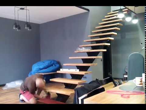 видео: Монтаж (установка) дубовых ступеней на лестницу с центральным косоуром 10.11.2016