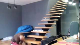 Монтаж (установка) дубовых ступеней на лестницу с центральным косоуром 10.11.2016