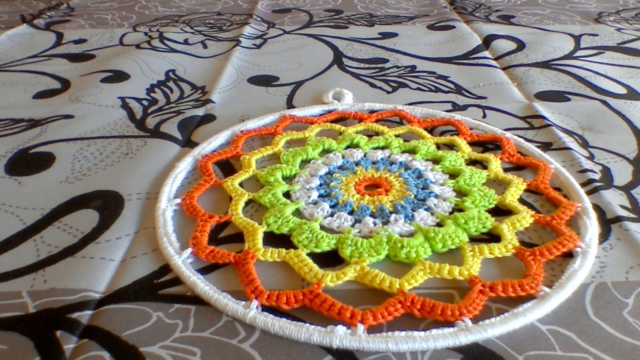 tuto comment fixer un napperon ou un mandala au crochet sur un cercle en m tal youtube. Black Bedroom Furniture Sets. Home Design Ideas
