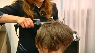 Punkowa fryzura z wygolonym bokiem
