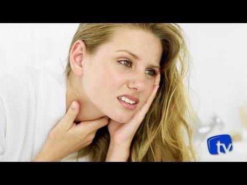 garganta inflamada com sangue no catarro