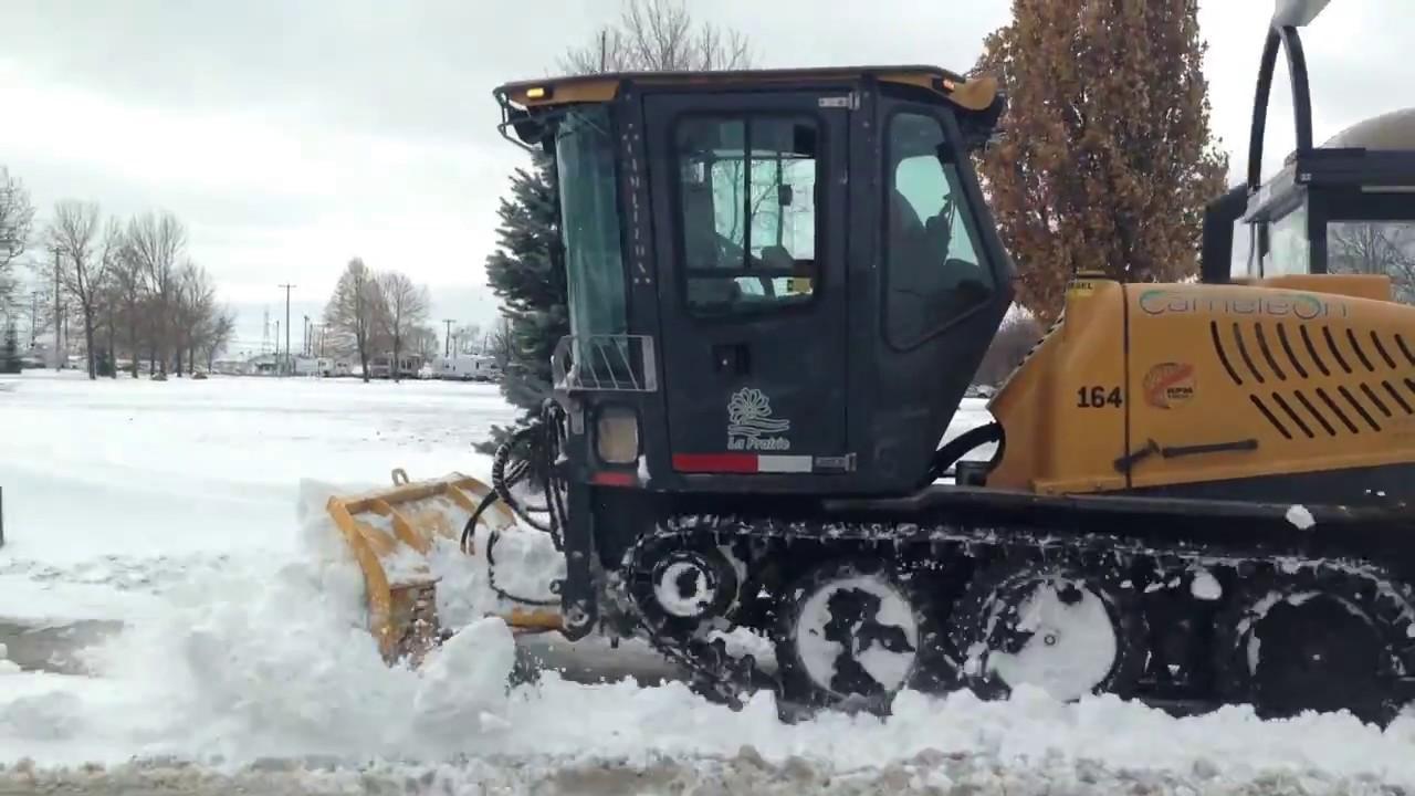 Cameleon 174 Tracked Sidewalk Snow Plow Rpm Tech Youtube