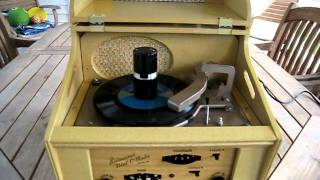 Ristaucrat Model #2020 Dial-O-Matic 45 RPM Record Player/AM Radio