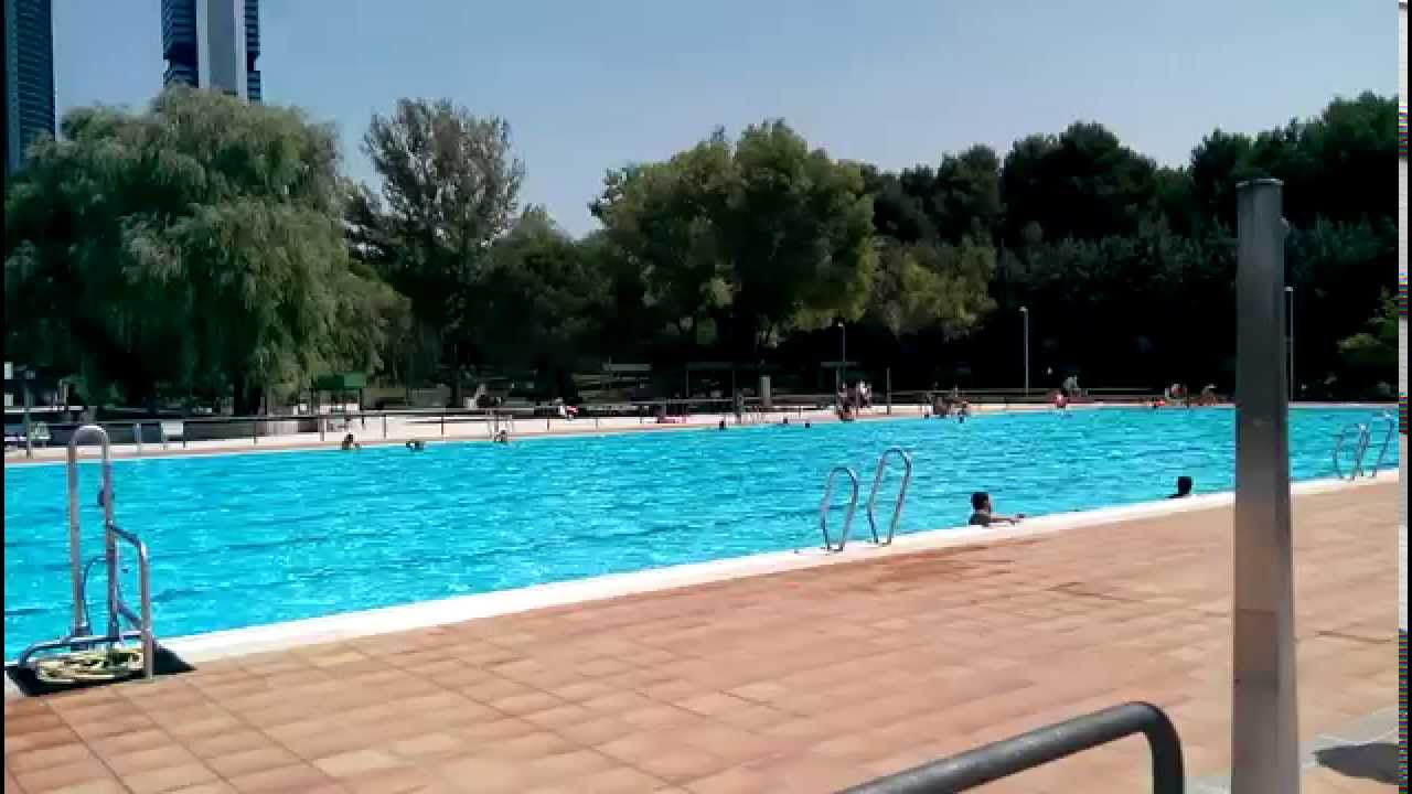 Piscina polideportivo vicente del bosque madrid youtube for Piscina polideportivo
