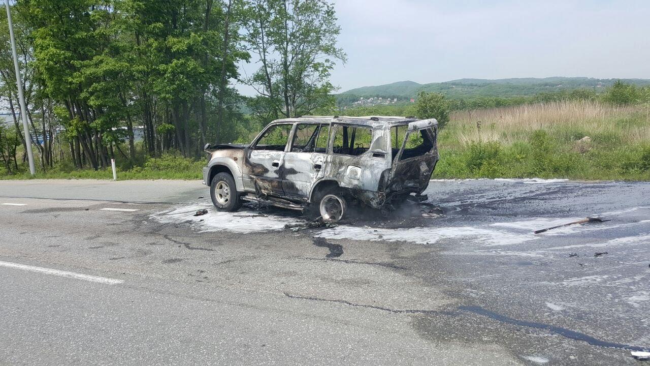 В ДТП сгорело 3 автомобиля. поселок Новый, Надеждинский район, Владивосток