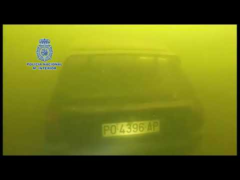 Así recuperaron el coche de Emilio Pintor del fondo del Miño