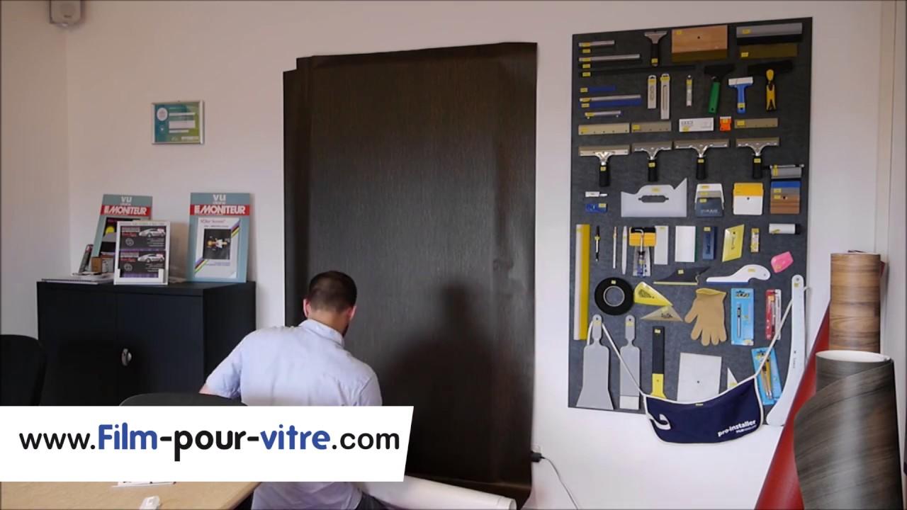 Installation d\'un revêtement adhesif sur porte en bois - YouTube