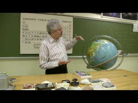 Rocks & Minerals : What Minerals Are Found in Salt Water?