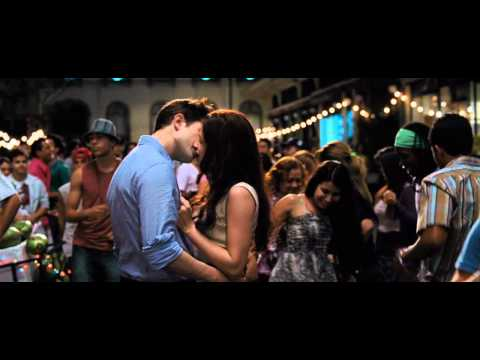THE TWILIGHT SAGA: BREAKING DAWN Part 1 - Teaser Trailer