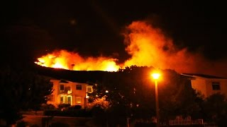 Repeat youtube video Residents flee homes as fires rage on Table Mountain