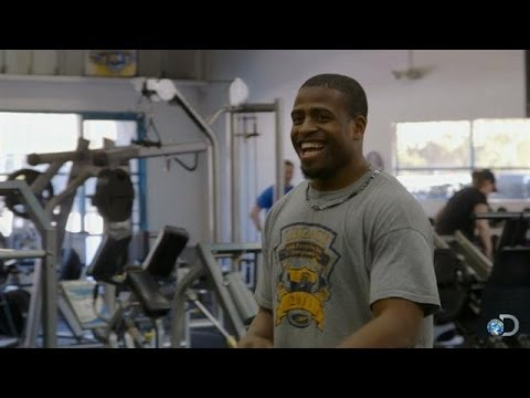 Richard Sherman Coaches Up a Young NFL Prospect | American Muscle