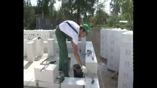 Как построить дом из газобетона H+H(http://www.slav-dom.ru/ Еще больше видео тут http://www.slav-dom.ru/film_archives/wall/ Как построить дом из газобетона? В этом видео..., 2015-01-31T11:18:56.000Z)