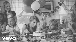 Watch Taylor Swift Never Grow Up video