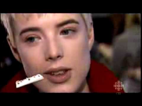 Fashion File  Agyness Deyn.flv