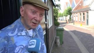 Tractor richt ravage aan in woonwijk Edam