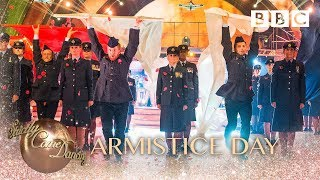 Baixar Strictly pros perform a special Remembrance Day routine - BBC Strictly 2018