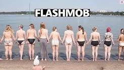 Tissiflashmob: Kymmenet naiset riisuivat yläosansa ja juoksivat veteen |Iltalehti