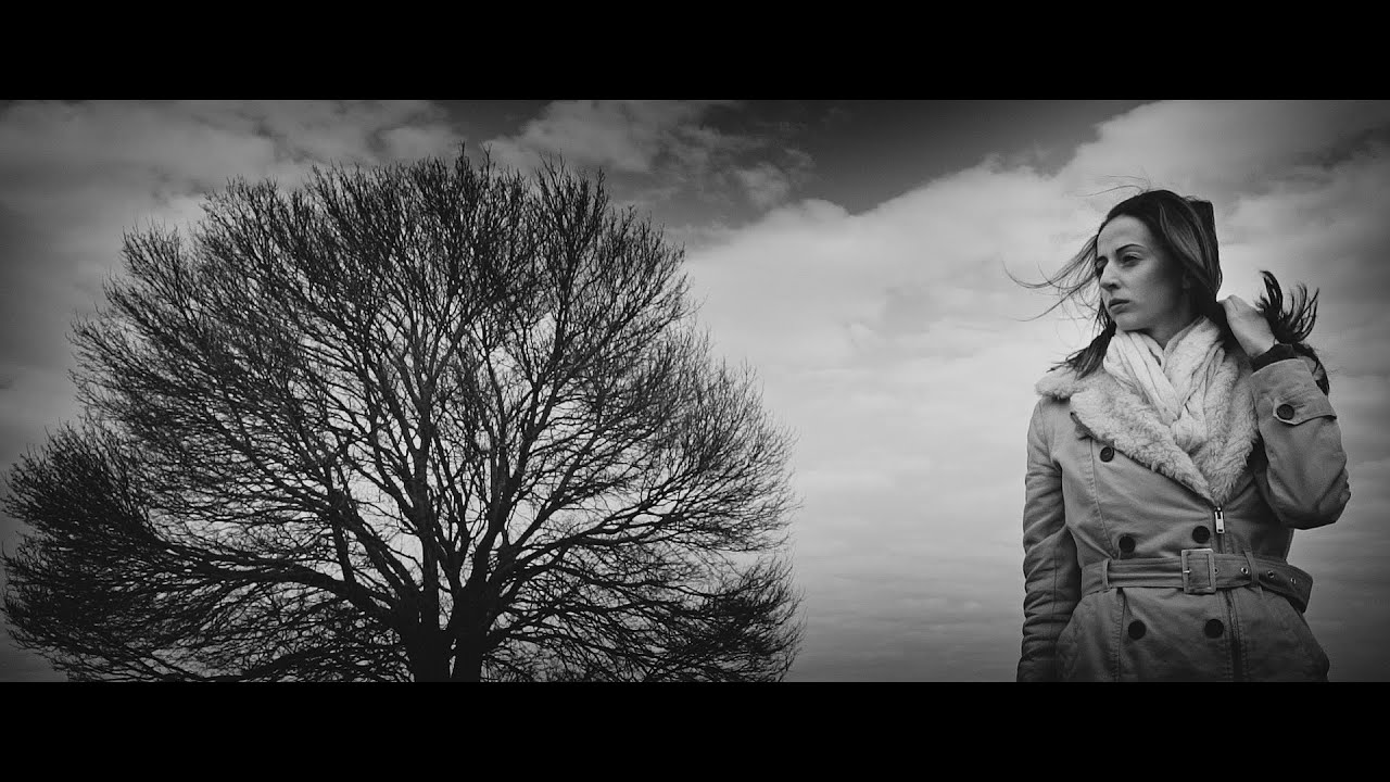 Follow The Flow - Valami baj van az éggel [OFFICIAL MUSIC VIDEO] chords | Guitaa.com