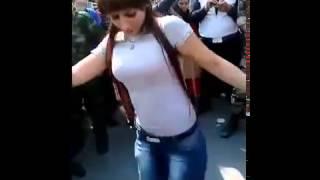 فتاة سورية في وصلة رقص شعبي تأييدا لـ بشار الأسد