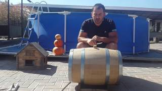 видео Дубовые бочки для вина, виски и самогона: подготовка к использованию