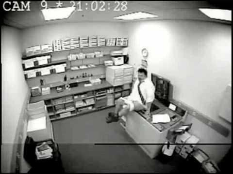 smotret-video-so-skritoy-kameri-iz-ofisa-krasivaya-pizda-teti-mashi
